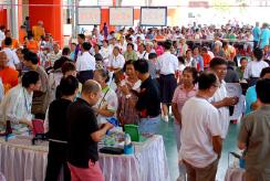 2015年タイ老眼鏡無料配布ボランティア活動
